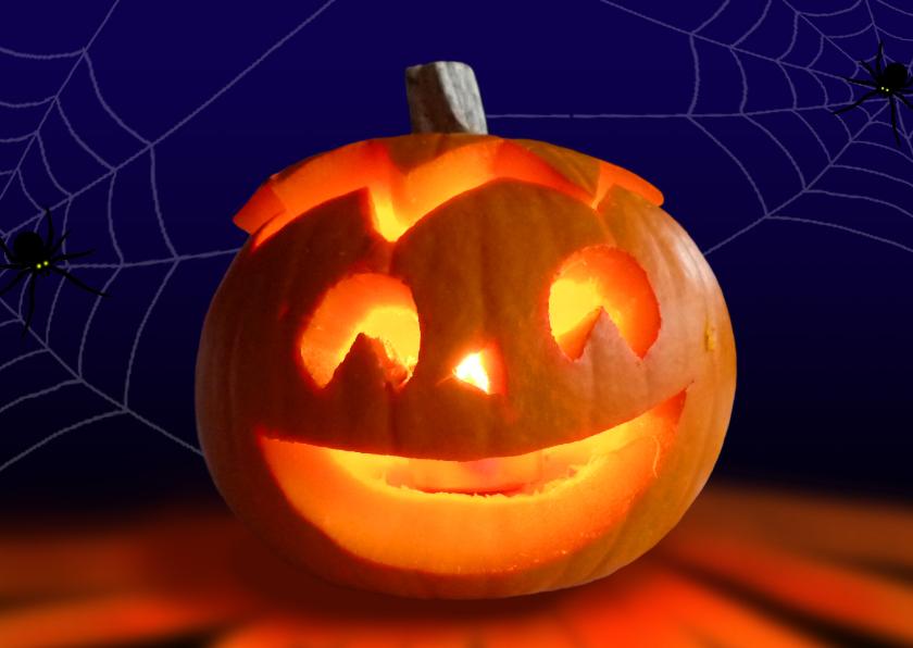 happy halloween pompoen met kaarslicht